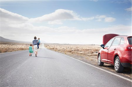 Family leaving broken down car on road Stock Photo - Premium Royalty-Free, Code: 649-05950793