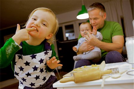Child licking fingers while cooking Stock Photo - Premium Royalty-Free, Code: 649-05950955