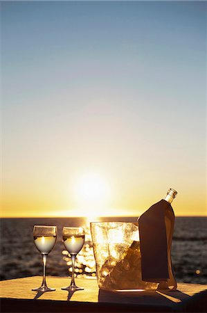 Wine glasses and bottle outdoors Stock Photo - Premium Royalty-Free, Code: 649-06000399