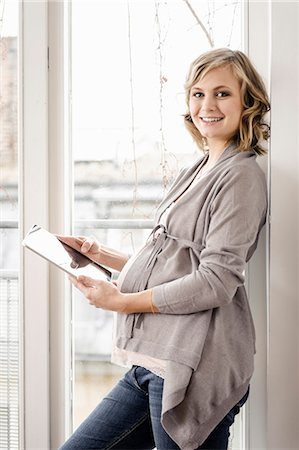 portrait of pregnant woman - Pregnant woman using tablet computer Stock Photo - Premium Royalty-Free, Code: 649-06000428