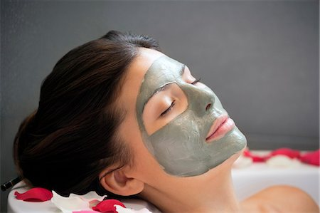 Woman with face mask relaxing in bath Stock Photo - Premium Royalty-Free, Code: 649-06000628