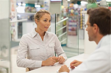 Pharmacist consulting with patient Stock Photo - Premium Royalty-Free, Code: 649-06001034