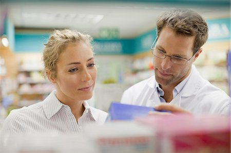 Pharmacist helping patient in store Stock Photo - Premium Royalty-Free, Code: 649-06001047