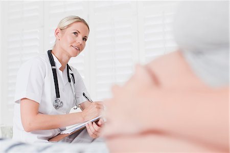 pregnant woman with doctor - Doctor talking to pregnant woman Stock Photo - Premium Royalty-Free, Code: 649-06001079