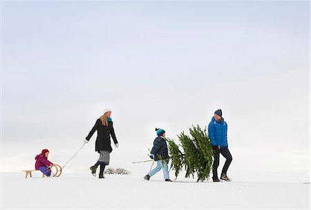 snow christmas tree white - Family walking together in snow Stock Photo - Premium Royalty-Free, Code: 649-06001301