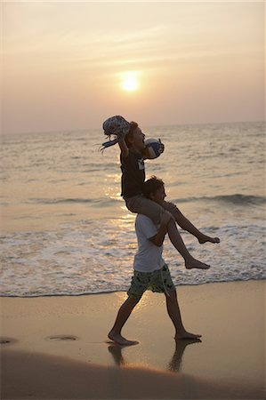 Man carrying daughter on shoulders Stock Photo - Premium Royalty-Free, Code: 649-06001708