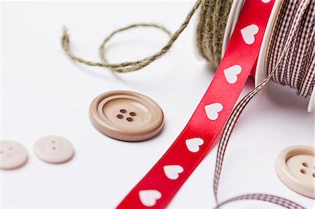 string - Close up of ribbon, string and buttons Stock Photo - Premium Royalty-Free, Code: 649-06001808