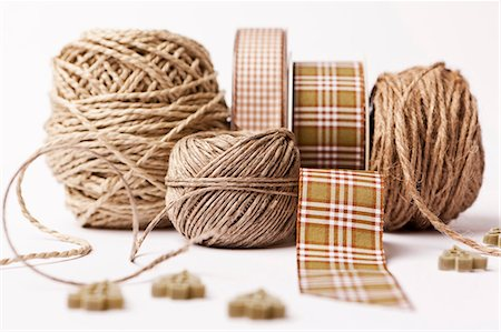 string - Close up of ribbon, string and buttons Stock Photo - Premium Royalty-Free, Code: 649-06001809