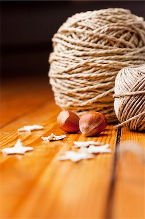 string - Close up of string, nuts and star shapes Stock Photo - Premium Royalty-Free, Code: 649-06001813