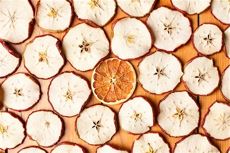 different - Dried orange and apple slices Stock Photo - Premium Royalty-Free, Code: 649-06001820