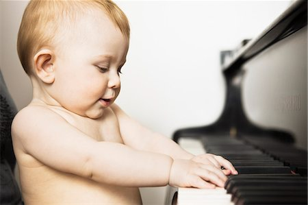 Baby girl playing piano Stock Photo - Premium Royalty-Free, Code: 649-06040072