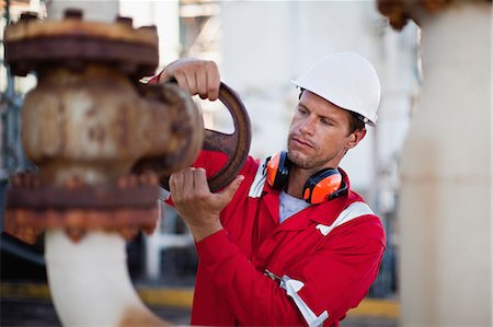 refinery - Worker adjusting gauge at chemical plant Stock Photo - Premium Royalty-Free, Code: 649-06040548