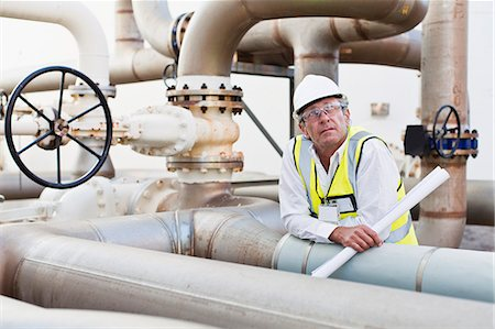 refinery - Worker on pipes at chemical plant Stock Photo - Premium Royalty-Free, Code: 649-06040562