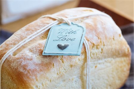 Close up of tag on fresh baked bread Stock Photo - Premium Royalty-Free, Code: 649-06040961
