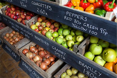 supermarket not people - Crates of produce for sale Stock Photo - Premium Royalty-Free, Code: 649-06041010