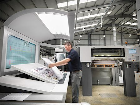 print - Worker examining pages in press Stock Photo - Premium Royalty-Free, Code: 649-06041616