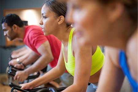 fitness older women gym - People using spin machines in gym Stock Photo - Premium Royalty-Free, Code: 649-06041975