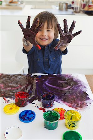 finger painting - Boy finger painting on paper Stock Photo - Premium Royalty-Free, Code: 649-06112568