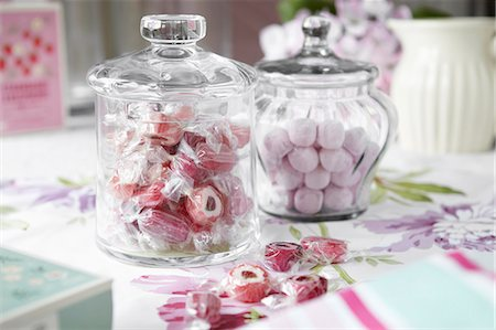 Jars of candies on table Stock Photo - Premium Royalty-Free, Code: 649-06112855