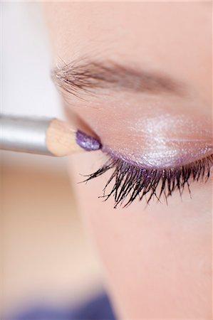 preteen beauty - Close up of girl applying makeup Stock Photo - Premium Royalty-Free, Code: 649-06113073