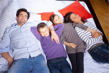 preteen girl - Family laying on bed together Stock Photo - Premium Royalty-Free, Code: 649-06113838
