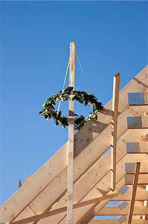 estructura - Wreath of plants on new building Foto de stock - Sin royalties Premium, Código: 649-06113894