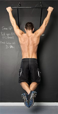 Man doing pull ups in gym Stock Photo - Premium Royalty-Free, Code: 649-06113949