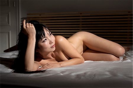 Nude woman laying on bed Stock Photo - Premium Royalty-Free, Code: 649-06164334