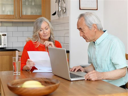 Older couple paying bills online Stock Photo - Premium Royalty-Free, Code: 649-06164537