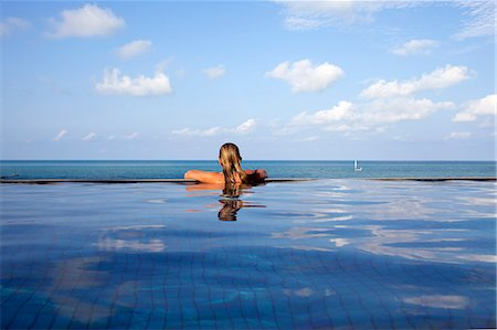 Woman relaxing in infinity pool Stock Photo - Premium Royalty-Free, Code: 649-06164846