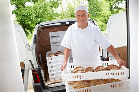 Chef carrying trays of bread to van Stock Photo - Premium Royalty-Free, Code: 649-06165051