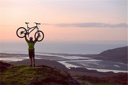 Man holding bicycle on hilltop Stock Photo - Premium Royalty-Free, Code: 649-06165073