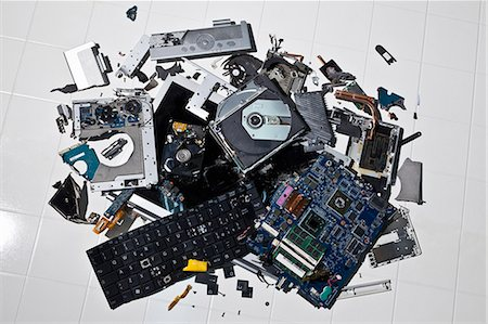 Pile of smashed computer parts Stock Photo - Premium Royalty-Free, Code: 649-06165311