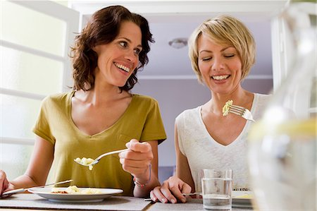 Smiling women having lunch together Stock Photo - Premium Royalty-Free, Code: 649-06304999