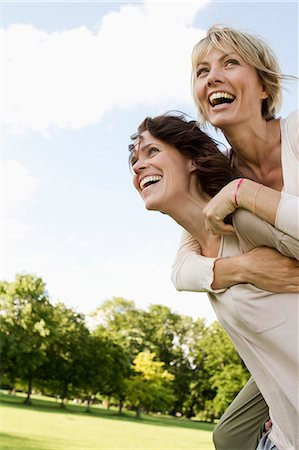 Woman giving her friend a piggy back Stock Photo - Premium Royalty-Free, Code: 649-06305028