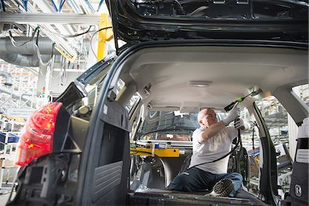 drilling - Worker fitting headliner in car in car factory Stock Photo - Premium Royalty-Free, Code: 649-06305644