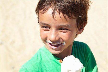 eating ice cream - Boy eating ice cream on beach Stock Photo - Premium Royalty-Free, Code: 649-06352472