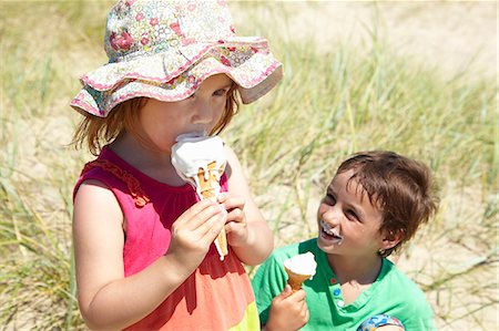 Children eating ice cream on beach Stock Photo - Premium Royalty-Free, Code: 649-06352473
