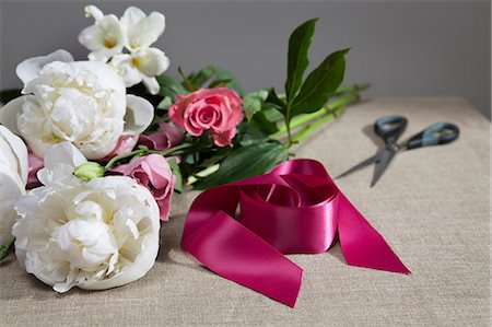peony - Cut flowers with shears and ribbon Stock Photo - Premium Royalty-Free, Code: 649-06352579