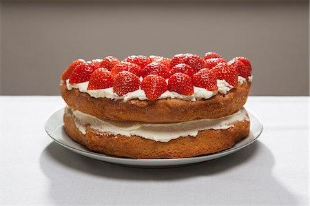 dessert - Layer cake with cream and strawberries Stock Photo - Premium Royalty-Free, Code: 649-06352601