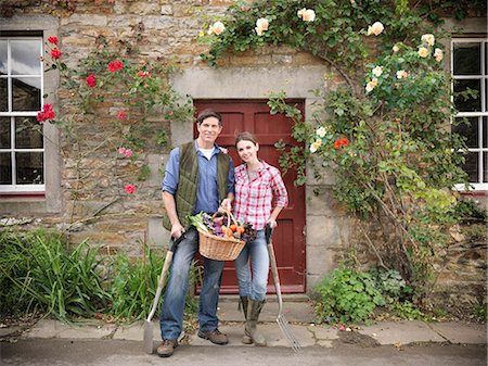 Farmer and wife holding vegetables Stock Photo - Premium Royalty-Free, Code: 649-06353051