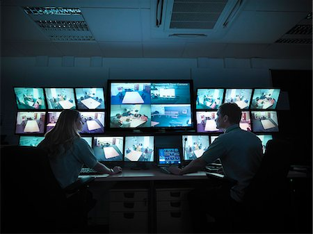 security - Students working in forensic screen room Stock Photo - Premium Royalty-Free, Code: 649-06353102