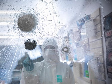 discovery - Forensic scientist at shattered window Stock Photo - Premium Royalty-Free, Code: 649-06353164