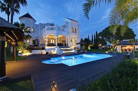 Illuminated pool outside villa Stock Photo - Premium Royalty-Free, Code: 649-06353376