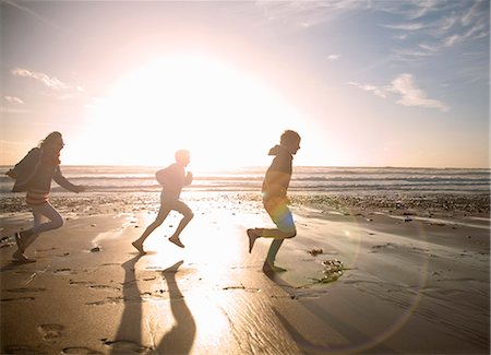 preteen beach - Family running together on beach Stock Photo - Premium Royalty-Free, Code: 649-06400399