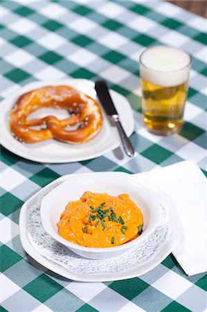Cheese soup with beer and pretzel Stock Photo - Premium Royalty-Free, Code: 649-06400749