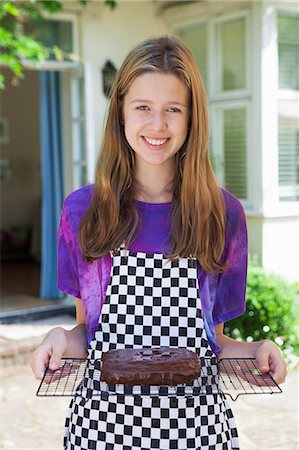 Girl holding cake on cooling tray Stock Photo - Premium Royalty-Free, Code: 649-06400852