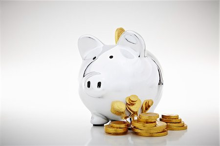 Stack of gold coins by piggy bank Stock Photo - Premium Royalty-Free, Code: 649-06400879