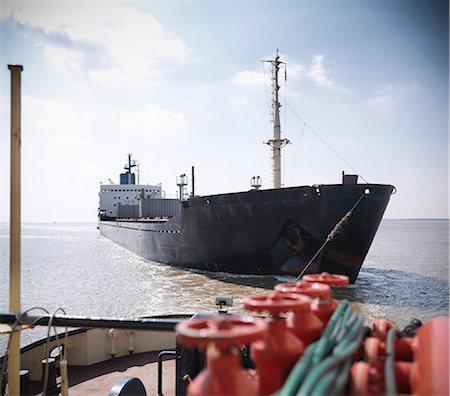 ships at sea - Tugboat pulling ship in ocean Stock Photo - Premium Royalty-Free, Code: 649-06401031
