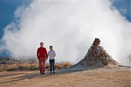 Mother and daughter by spewing geyser Stock Photo - Premium Royalty-Free, Code: 649-06401374